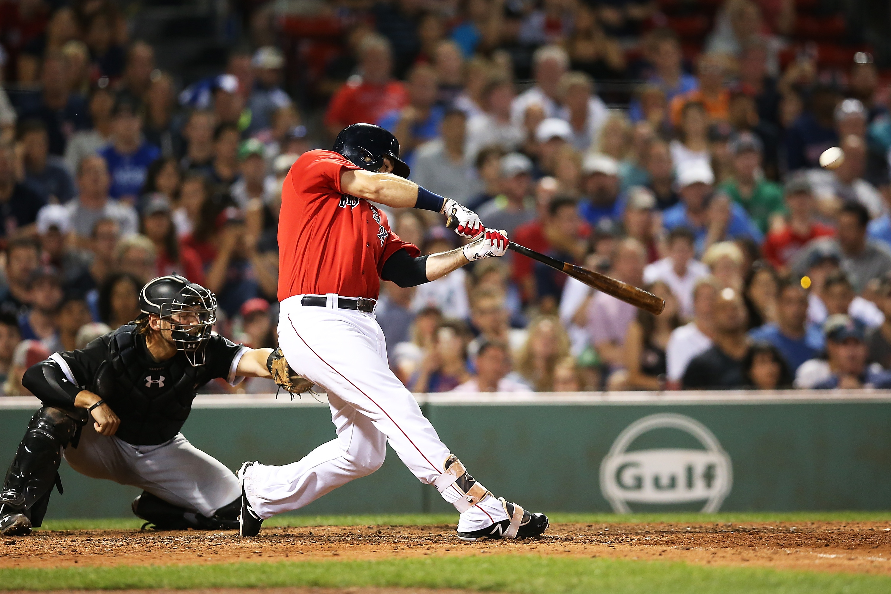 Guyer scores victor on Holt's error, Indians top Red Sox 5-4