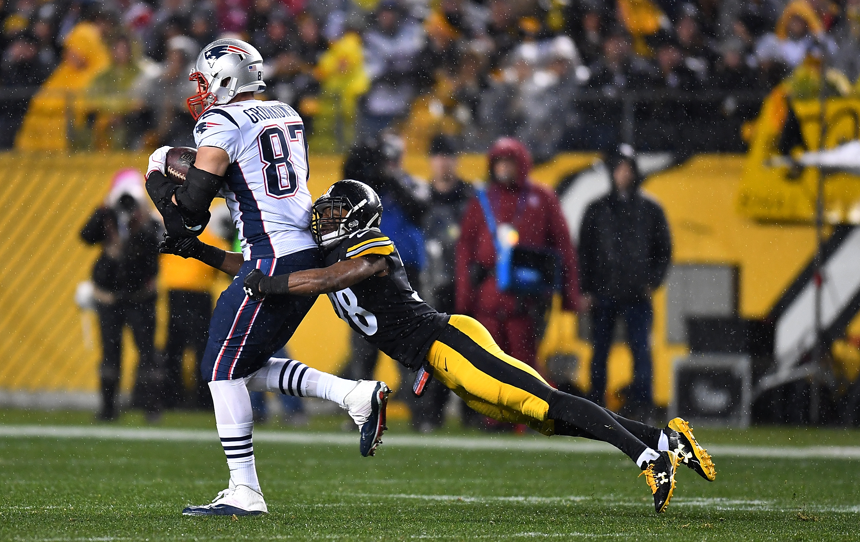 Patriots star Rob Gronkowski named AFC Offensive Player of Week
